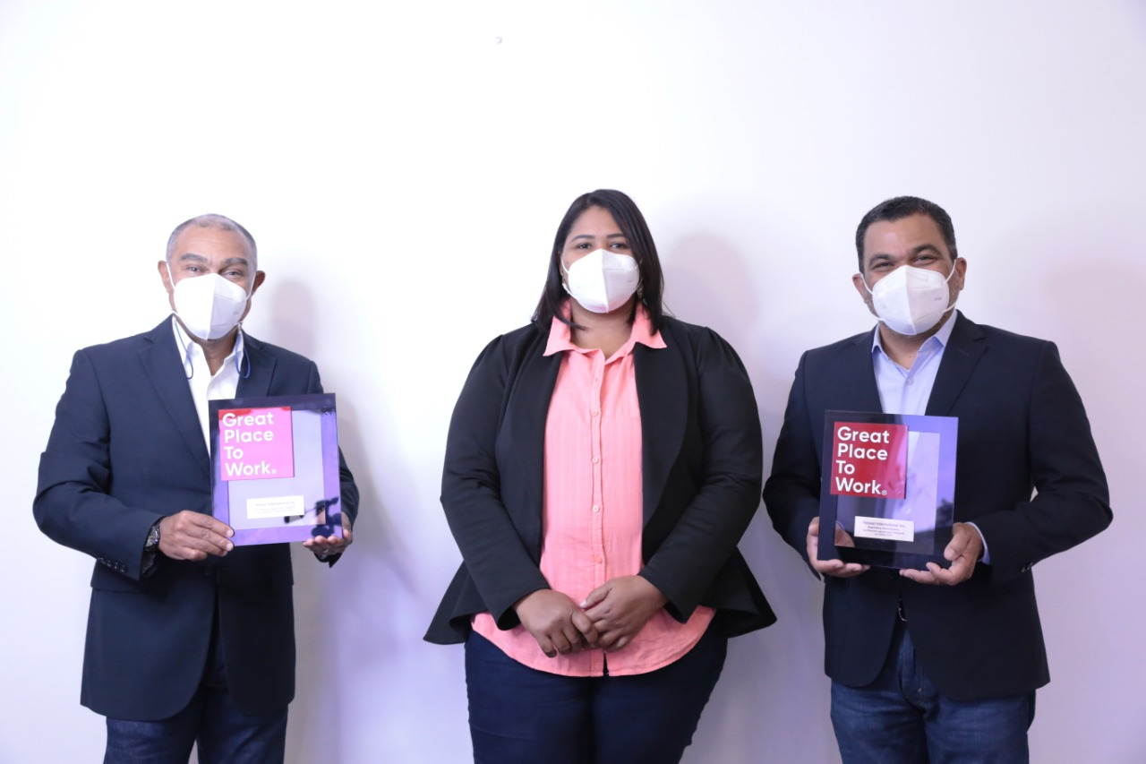 Our colleagues in Haina, Dominican Republic, accepted the Great Place to Work® award during a virtual ceremony.